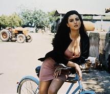 Bicycle,monica,belucci,sexy-081c1d21ad1bd5e52e4ce6e00f8b3314_m